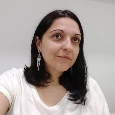 Adriane Carqueijo dos Santos